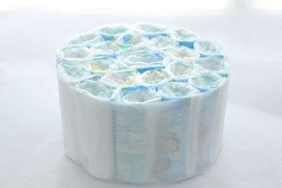 おむつケーキの作り方の手順3:周囲を和紙で包む